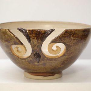 Cuenco lanero de cerámica con la figura de un búho