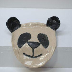 Jabonera con vierteaguas con figura de oso panda