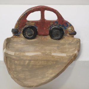 Jabonera con vierteaguas con figura de coche