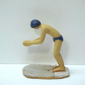 Escultura cerámica de un nadador