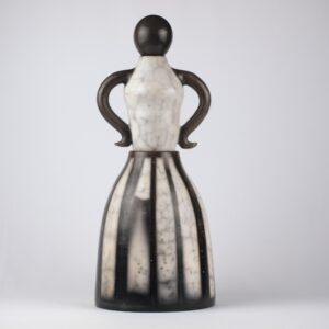 Escultura femenina acabada en rakú desnudo